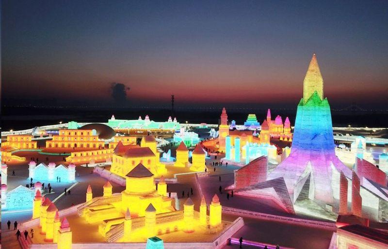 نمایش دژهای یخی در سیوهفتمین جشنواره یخ هاربین چین